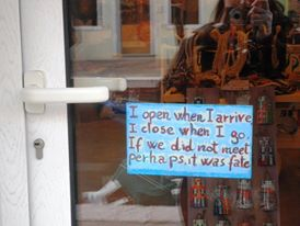 A handwritten note on the door of a shop in Burano. I think it describes the local mentality perfectly.